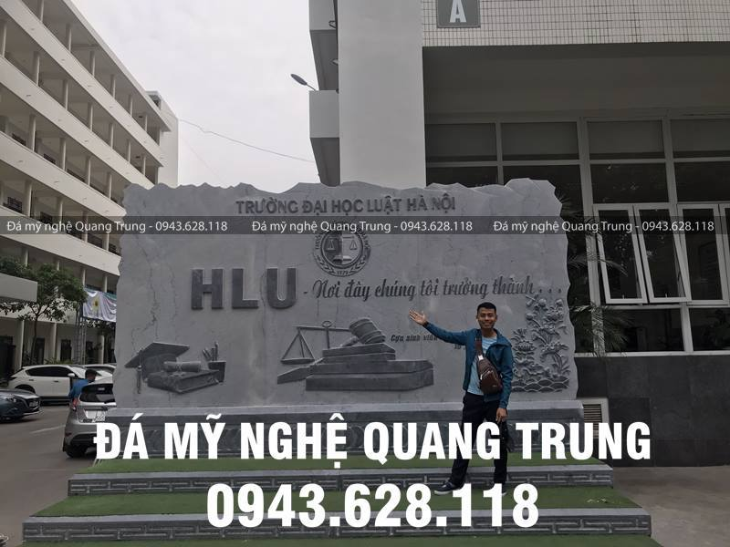 Nghe nhan tre Quang Trung rat tam dac ve cong trinh Bia da tu nhien Truong Dai hoc