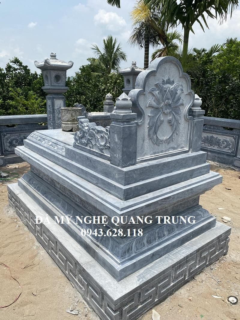 Phia sau Ngoi Mo Da Tam Son cao cap Quang Trung